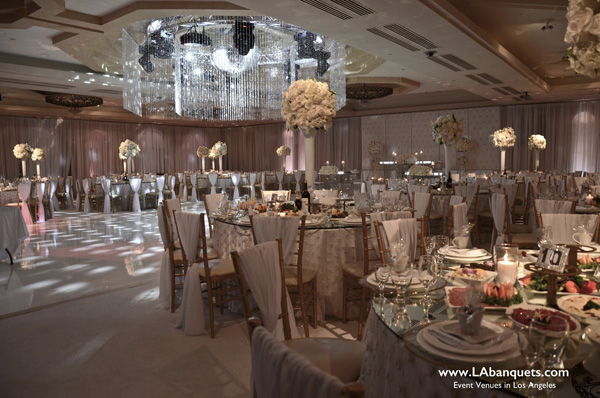Spectacular Lighting At Le Foyer Ballroom In California